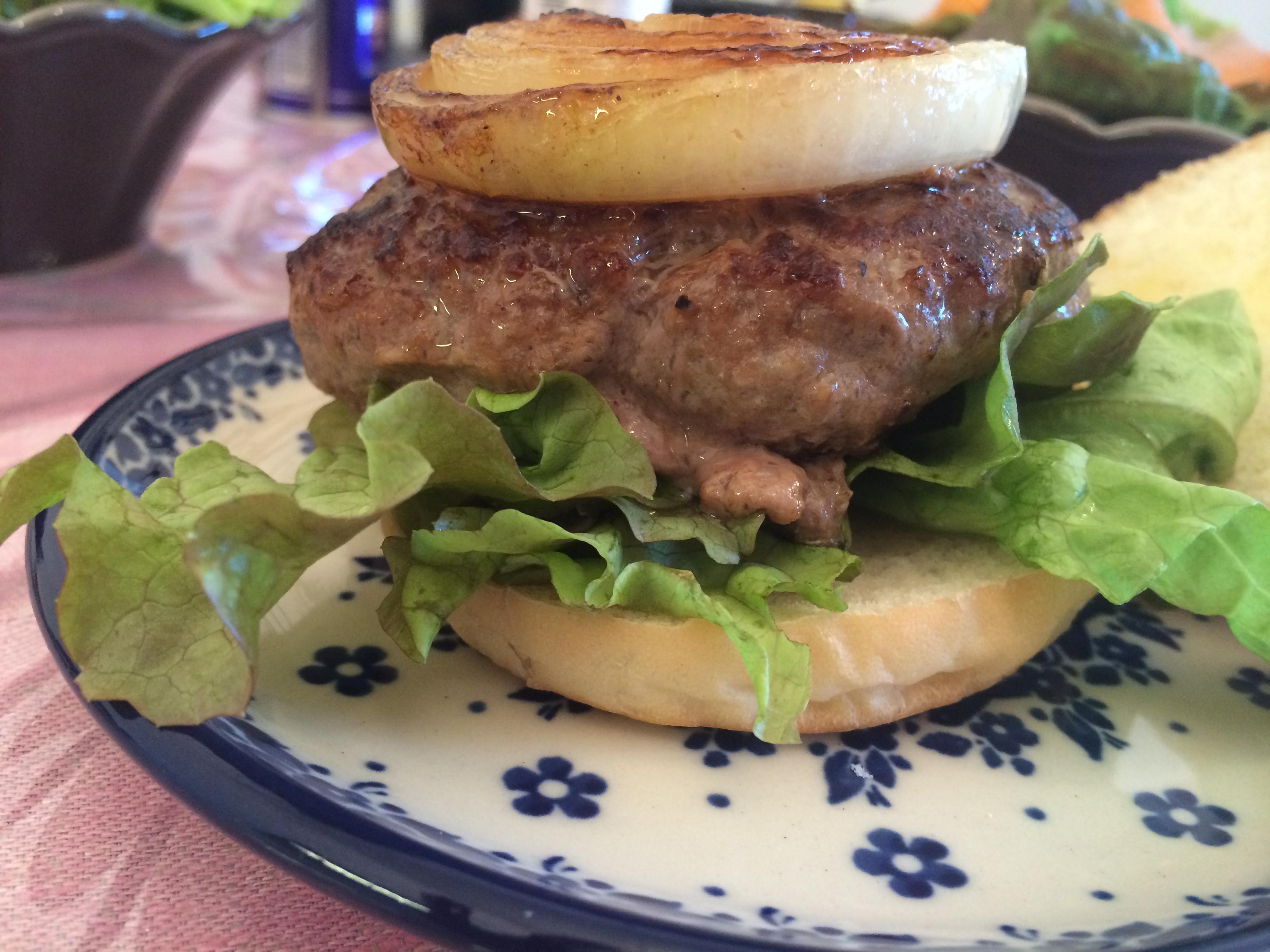 上士幌町産牛肉を使ったハンバーガー