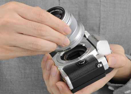 長野県伊那市のふるさと納税お礼品 オリンパスカメラ OM-D E-M10 MarkⅡ 交換レンズ付き