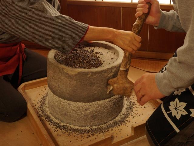 [№5525-0016]有珠山溶岩石製 石臼コーヒーミル(休日のコーヒー) 寄付金額180,000円(北海道伊達市)