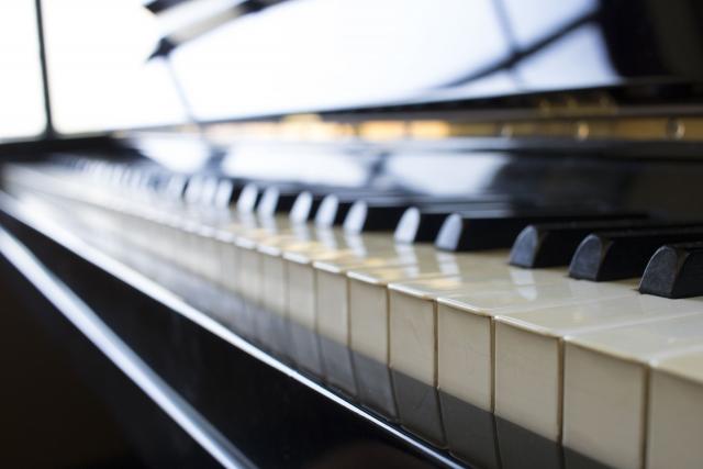 金彩グランドピアノ 寄附金額3,400,000円(静岡県 湖西市)
