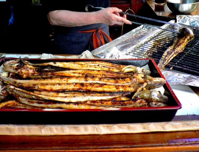 お酒に合う、ブラックペッパー焼き穴子とまるごといか煮干 寄附金額5,000円(愛媛県松山市) イメージ