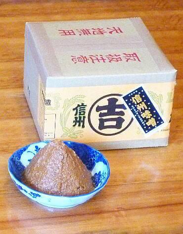うまい味噌汁はこの味噌から! 加賀屋醸造「玉造り一年醸造味噌」2kg(長野県飯山市)寄附金額4,000円 イメージ