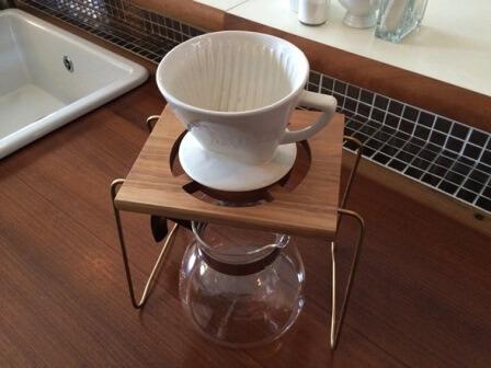 1point Coffee drip stand 胡桃材&真鍮製のスタンド 寄附金額15,000円 イメージ