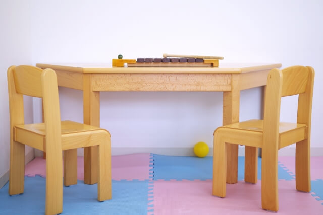 キッズ家具 木の実 デスク ダーク イメージ