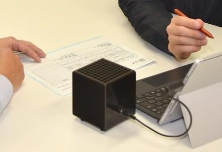 持ち運べる光触媒空気清浄機 フォトンクリーナー ブラック イメージ