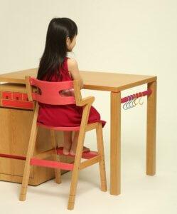 シンプルデザインのデスク 子どものための家具「SUKI DESK」