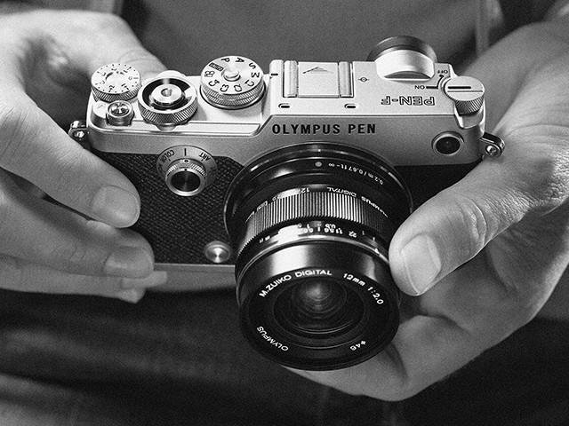 OLYMPUS PEN-F・12mm F2.0 レンズキット